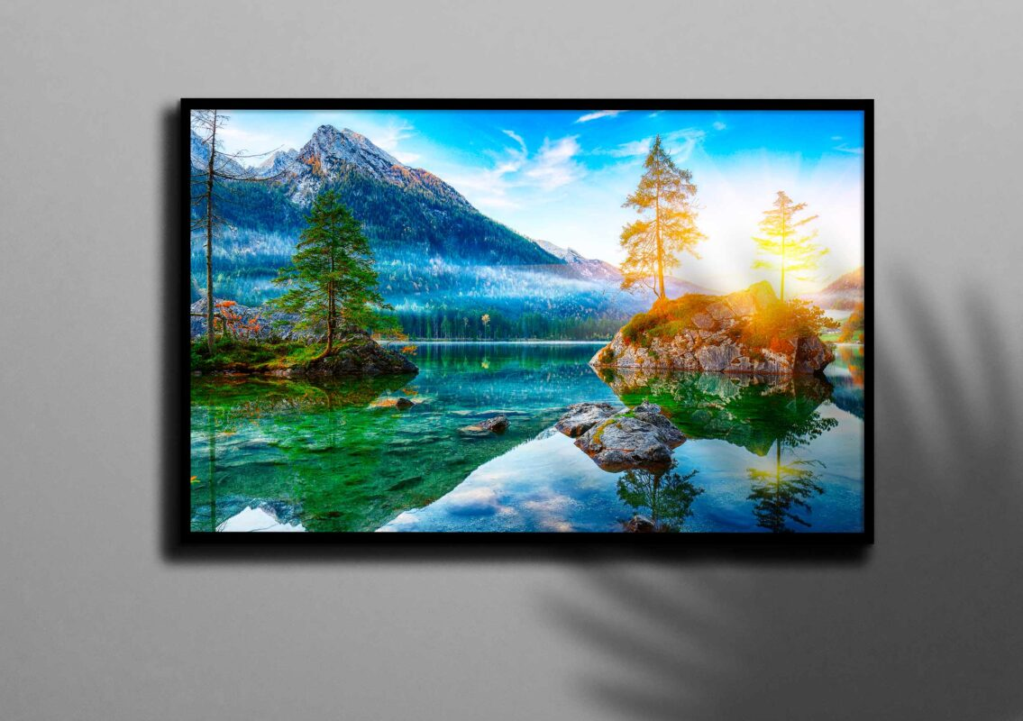 تابلو عکس دریاچه در طبیعت بکر سرسبز