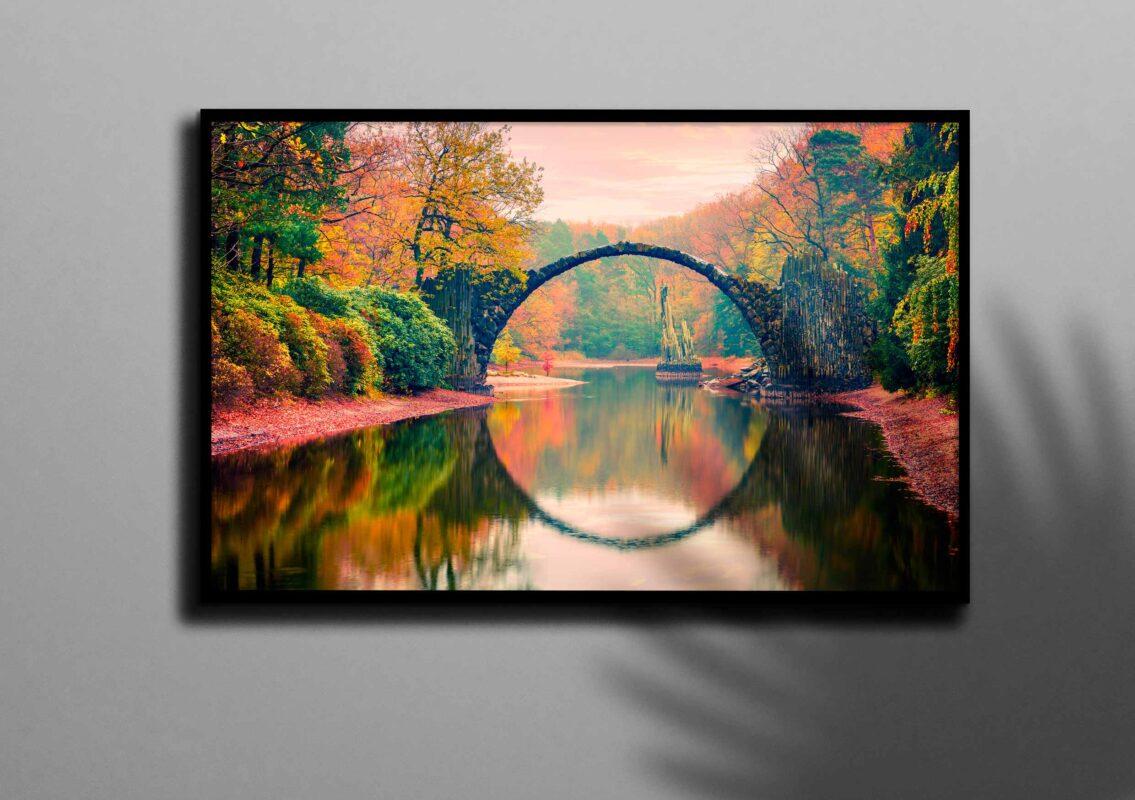 تابلو عکس پل در رودخانه جنگلی